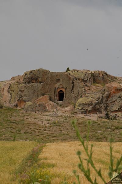 Delikkaya Mezar Anıtı-Seyitgazi Kümbet Köyü